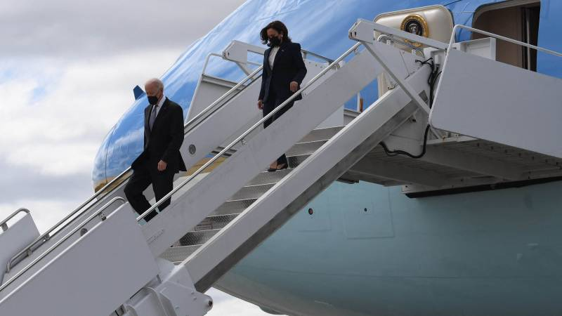 US President Joe Biden and US Vice President Kamala Harris arrive at Dobbins Air Reserve Base in Marietta, Georgia, on March 19, 2021. - Biden and Harris travel to Atlanta, Georgia, to tour the Centers for Disease Control and Prevention, and to meet with Georgia Asian American leaders, following the Atlanta Spa shootings. (Photo by Eric BARADAT / AFP) (Photo by ERIC BARADAT/AFP via Getty Images)