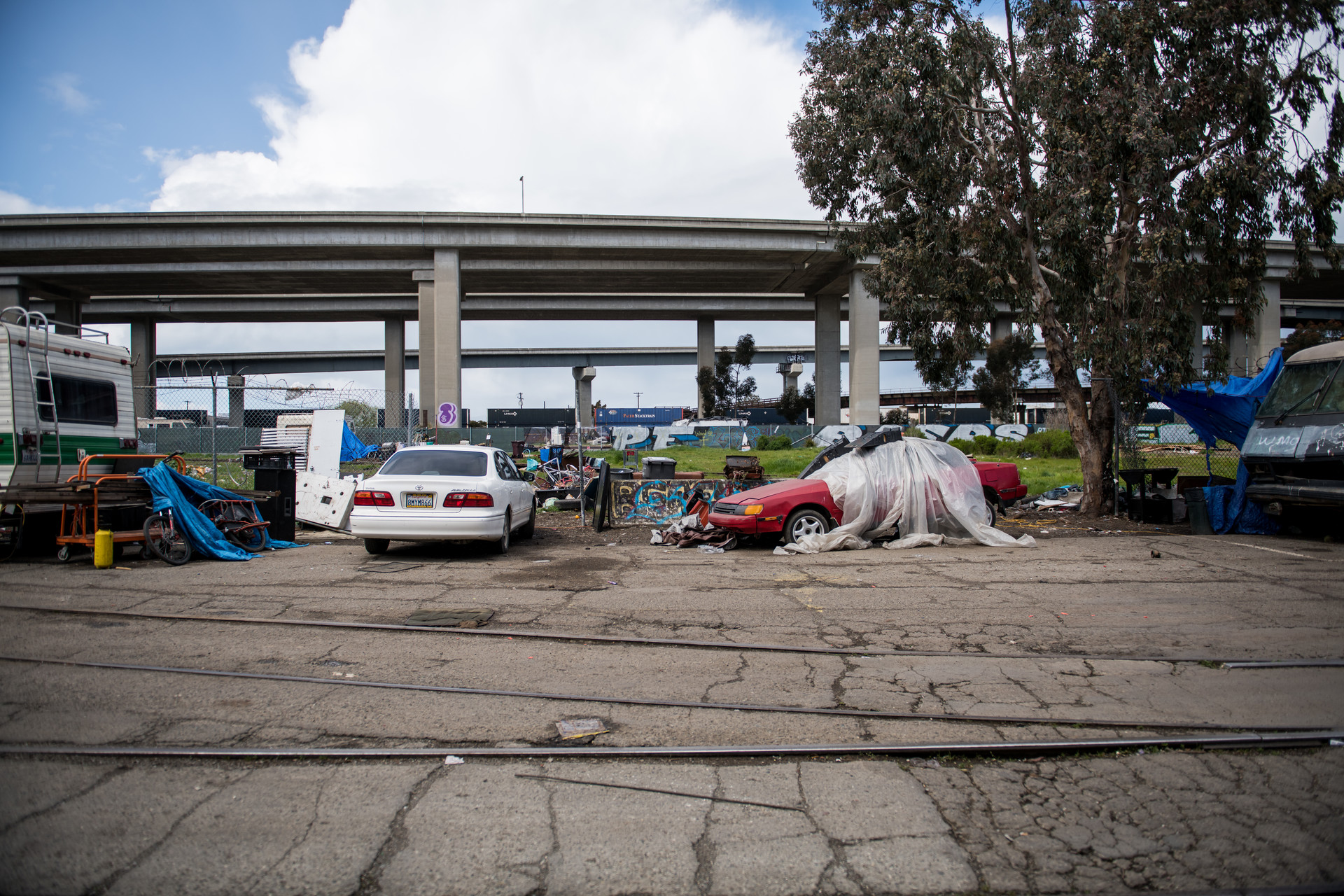 Encampments and motor homes in West Oakland