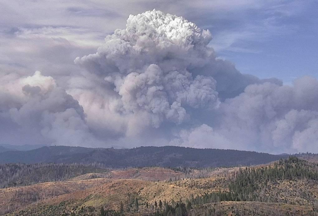 billowing pyrocumulus cloud