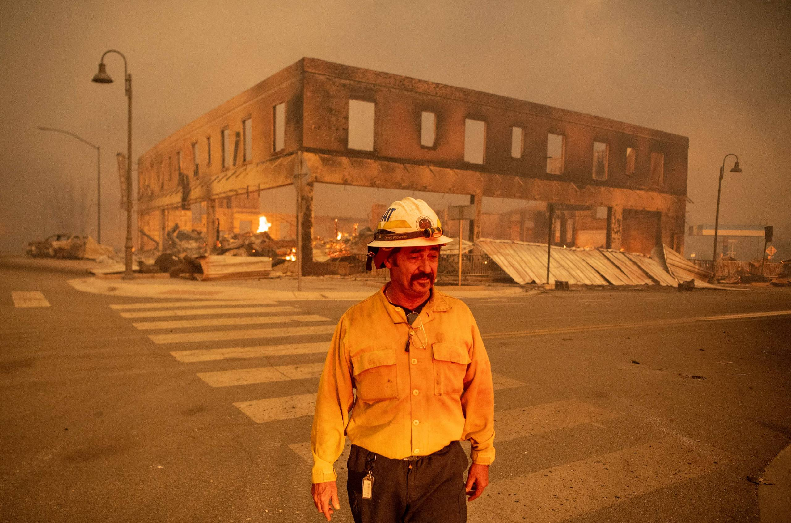 Battalion Commander Sergio Mora watches the Dixie fire burn in downtown Greenville, Calif. On August 4, 2021. On the same day, officials in northern California alerted residents of two communities on the way. from the fire immediately evacuate the strong winds.  whipped the flames forward.  The fire burned down dozens of homes and businesses in Greenville.