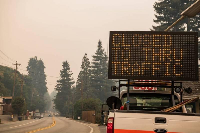 Una señal de cierre de carretera.