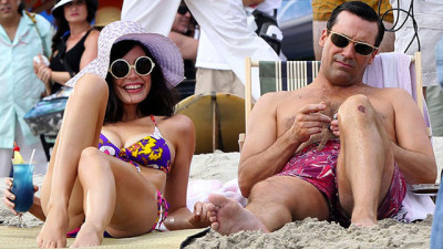 mad-men-hawaii-beach-megan-don-draper-jessica-pare-jon-hamm-11