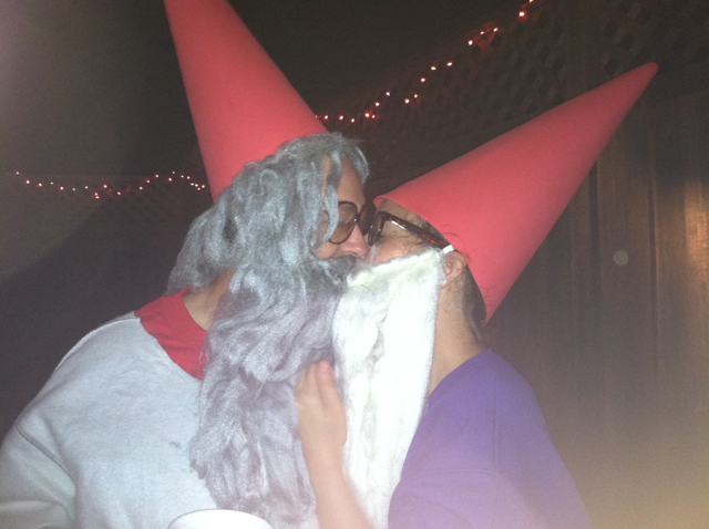gnomes kissing