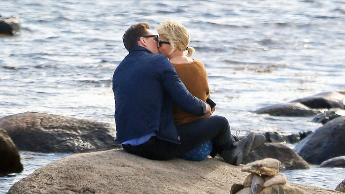 taylor-swift-tom-hiddleston-kissing-e317e0b3-d4dd-4921-ab49-9318283da8cb