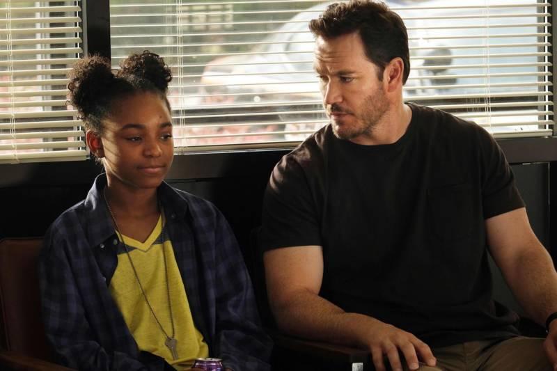 Amy (Saniyya Sidney) and Agent Wolgast (Mark-Paul Gosselaar) in 'The Passage.'