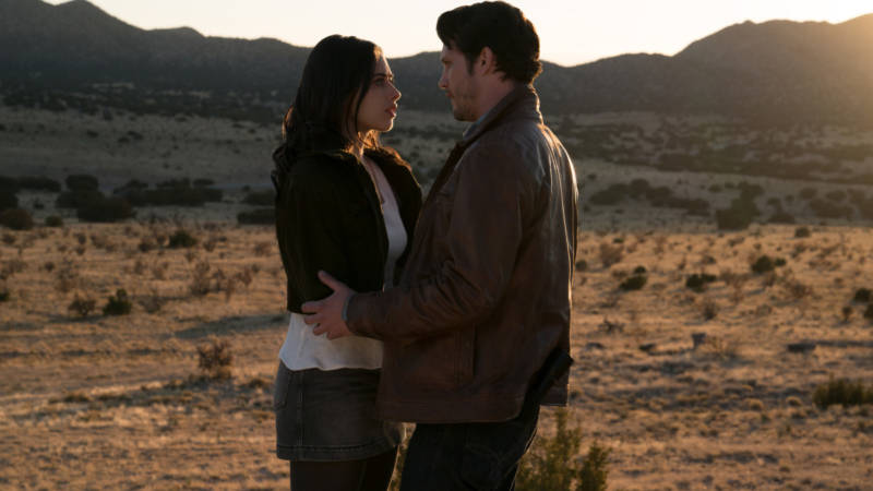 Jeanine Mason as Liz and Nathan Parsons as Max in 'Roswell, New Mexico.'