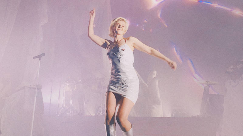 Robyn's Honey Tour: This Timeline Will Make You Feel Like