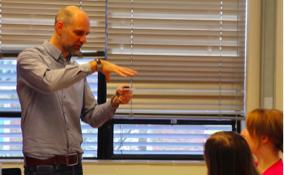 De Groot teaching students
