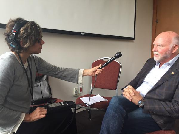 KQED Senior Science Editor Andrea Kissack interviewing Craig Venter.