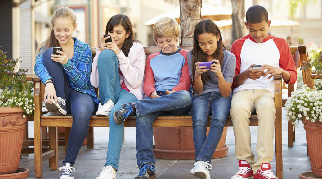 In Screenagers What To Do About Too >> Screenagers Shows Parents Overwhelmed By Kids Phone Computer Use