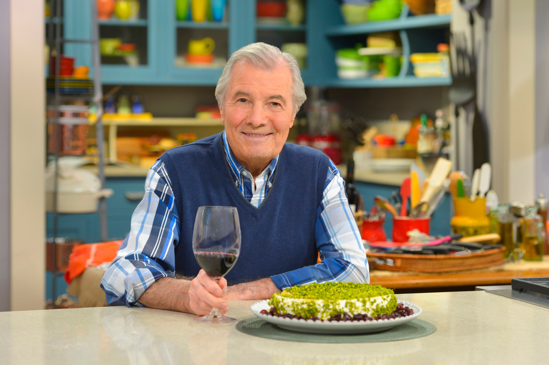 Jacques Pépin on the set of Heart & Soul.