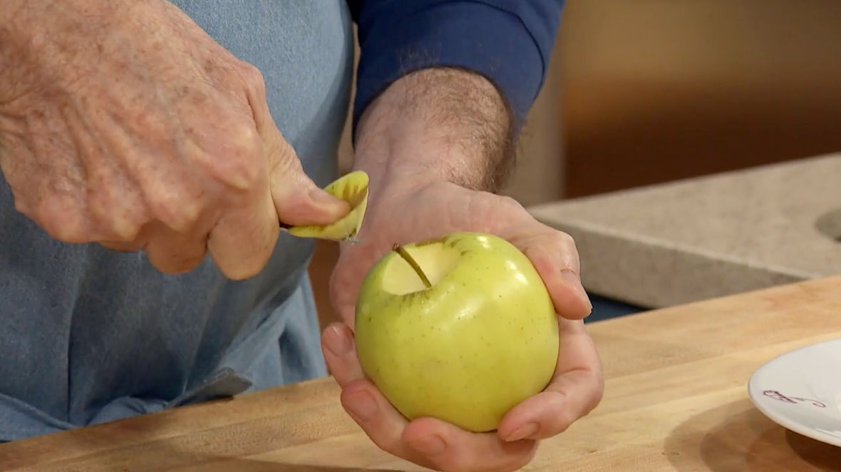 Jacques Pépin Teaches You How to Properly Core an Apple