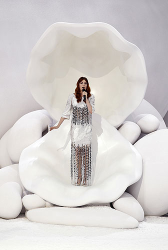 Florence Welch performs at Chanel Spring/Summer 2012.
