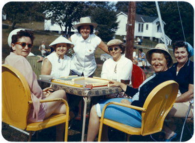 Women playing mah jongg in the Catskills, 1960; Collection of Harvey Abrams