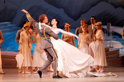 Adam Bull and Amber Scott in 'Swan Lake.' (Photo: Jeff Busby)