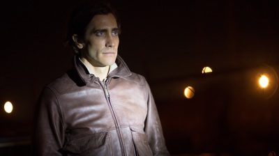 When Nightcrawler begins, Lou Bloom (Jake Gyllenhaal) is stealing scrap metal and struggling to get by. He lands a job as a stringer — a freelance cameraman for a local news statio