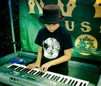 Henry Plotnick playing at the Noe Valley Farmers Market