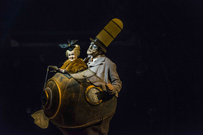Mr. Microcosmos (Karl L'Ecuyer) and Mini Lili (Antanina Satsura) in Cirque du Soleil's Kurios—Cabinet of Curiosities.