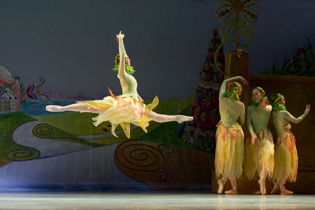 Oakland Ballet in Graham Lustig's The Nutcracker; Photo by David DeSilva