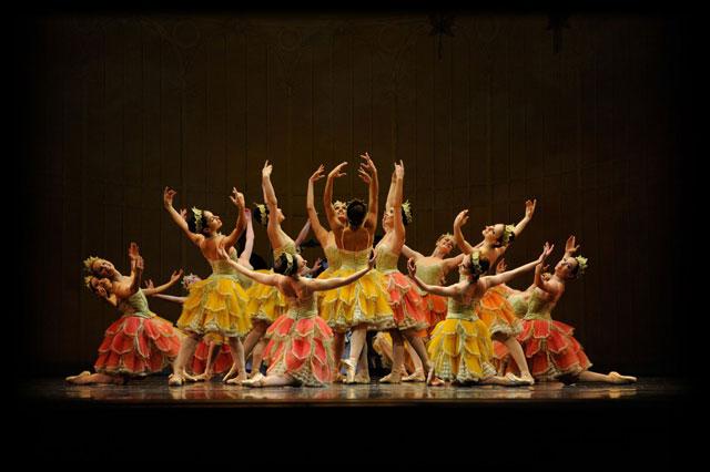 San Francisco Ballet in Helgi Tomasson's Nutcracker; Photo by Erik Tomasson