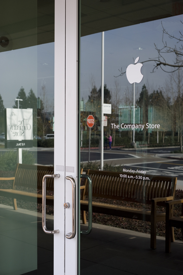 The Company Store at Apple's Infinite Loop, 2015