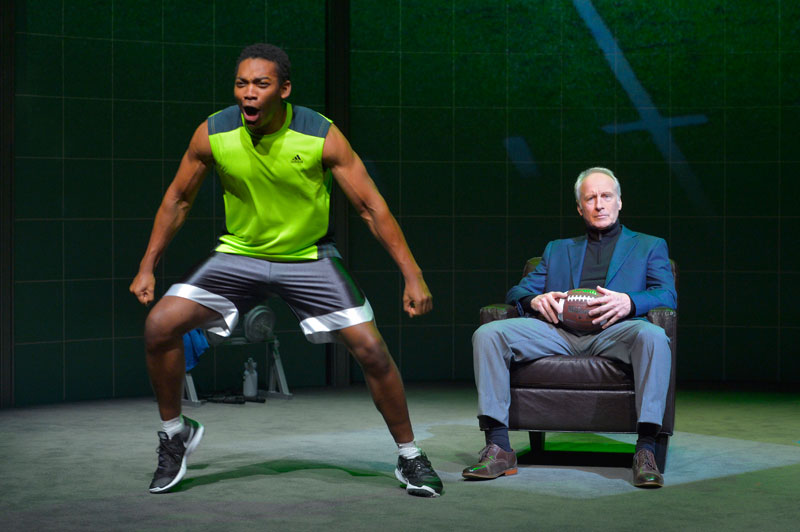 Eddie Ray Jackson trains while Bill Geisslinger ruminates in X's and O's (A Football Love Story) at Berkeley Repertory Theatre.
