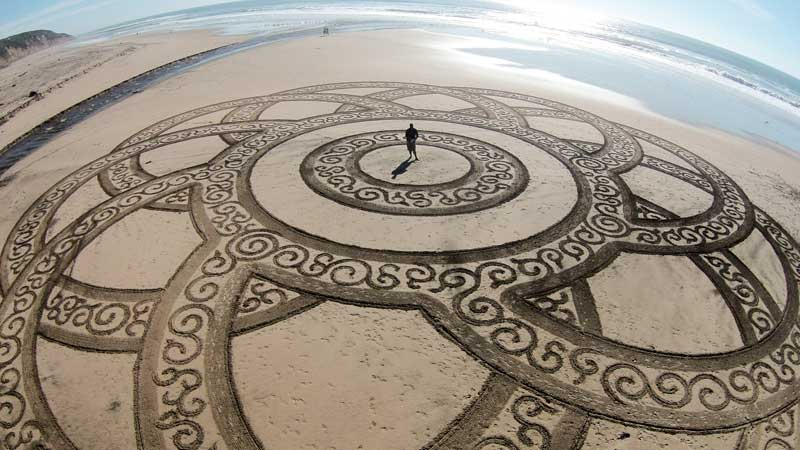 Sand drawing at Pomponio State Beach in San Gregorio, CA, by artist Brandon Anderton, 2015. (Drone photo courtesy of the artist)