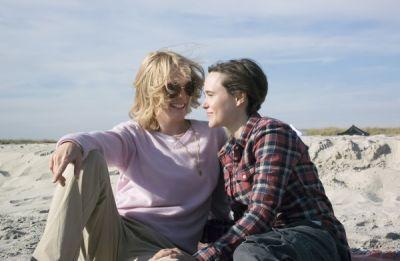 Laurel Hester (Julianne Moore) and Stacie Andree (Ellen Page) in 'Freeheld'.