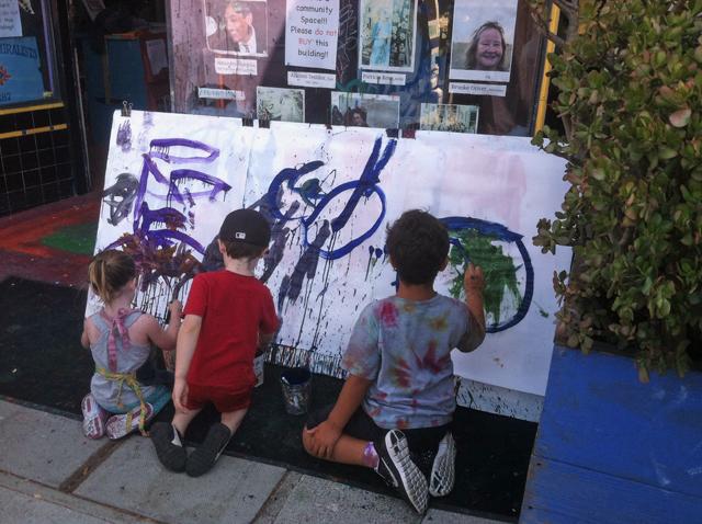 Neighborhood children at Tuesday's free arts class. (Photo: Sarah