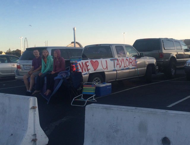 Taylor Swift fans in the parking lot at Levi's Stadium, Aug. 14, 2015. (Photo: Emma Silvers/KQED)