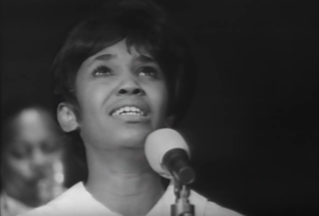 Esther Marrow sings at Grace Cathedral, 1965. (Photo: YouTube)