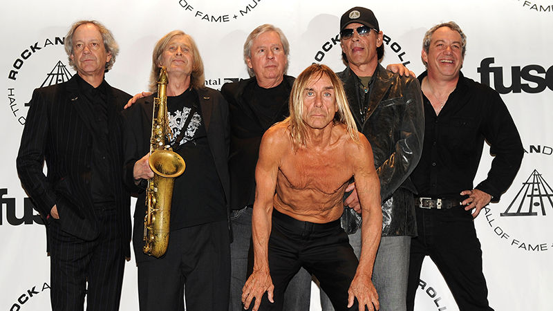 Inductees Steve Mackay (2nd from L), James Williamson, Scott Asheton and Mike Watt pose with Iggy Pop (Front) of The Stooges at the 25th Annual Rock And Roll Hall of Fame Induction Ceremony