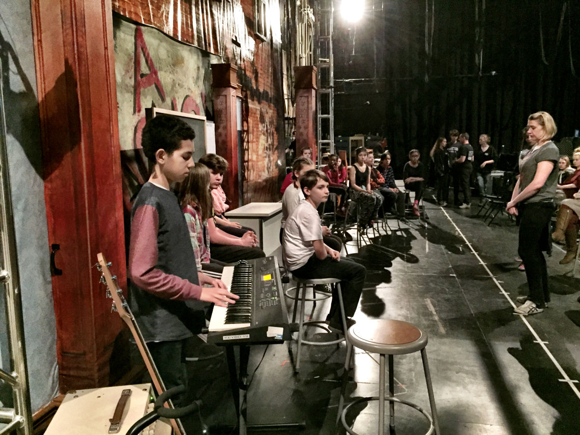Oakland School for the Arts students rehearse 'School of Rock' at the Curran
