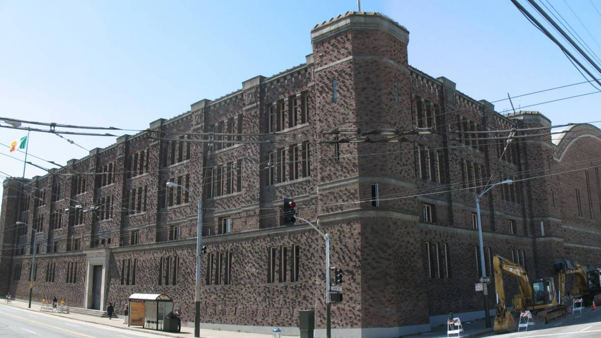 The San Francisco Armory in 2008, shortly after being acquired by Kink.com.