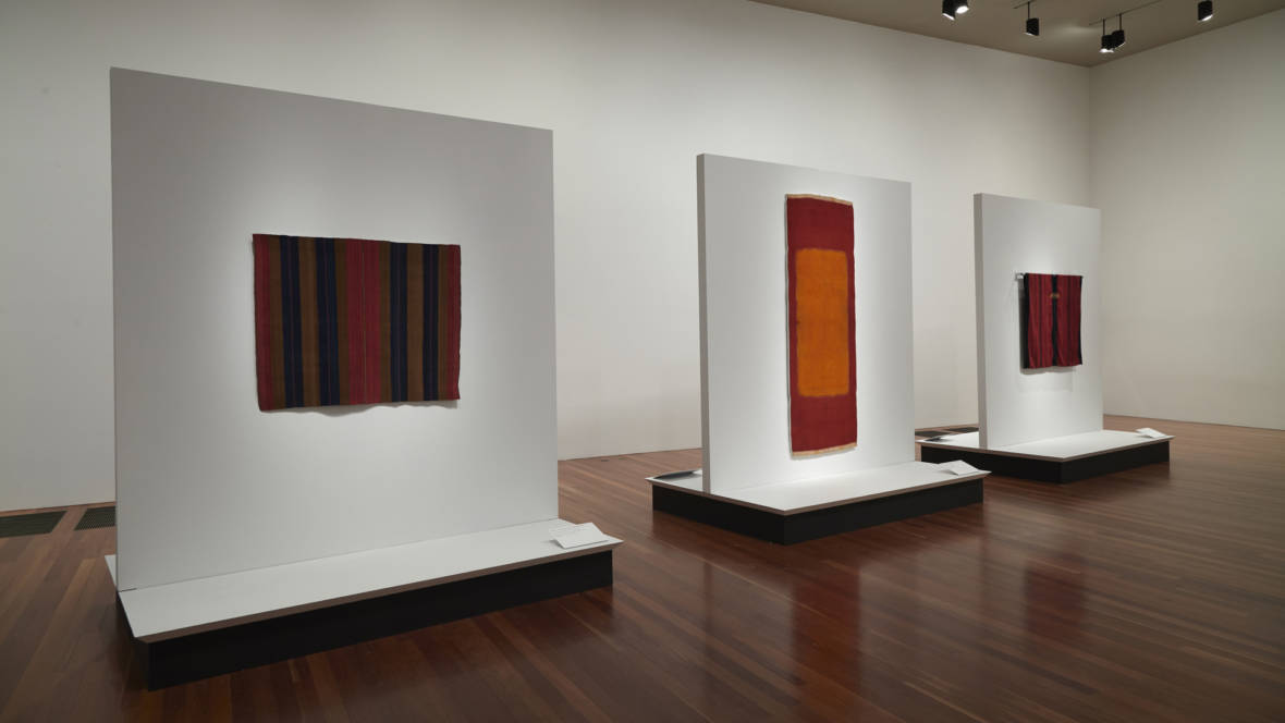 Orderly but exuberant textiles mine minimalism at the de for Minimal art installation