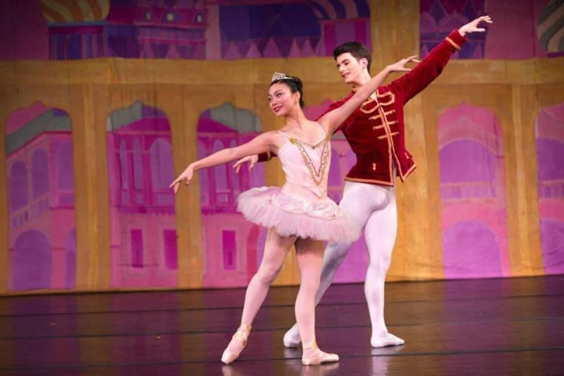 Sugar Plum Fairy and her Cavalier in Berkeley Ballet Theater's Nutcracker (Photo: Emmanuel Canteras/Berkeley Ballet Theater)