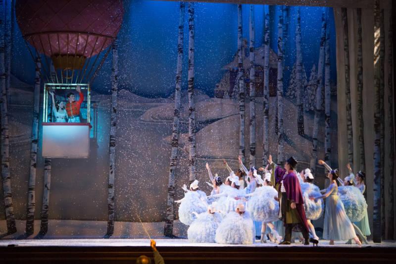 Oakland Ballet in Graham Lustig's Nutcracker (Photo: David DeSilva)