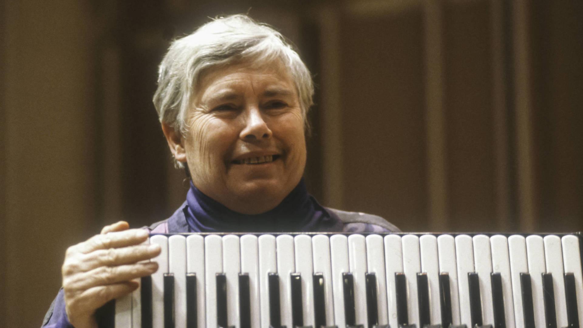 Pauline Oliveros performs at Merkin Concert Hall in New York, in1991 Jack Vartoogian/Getty Images