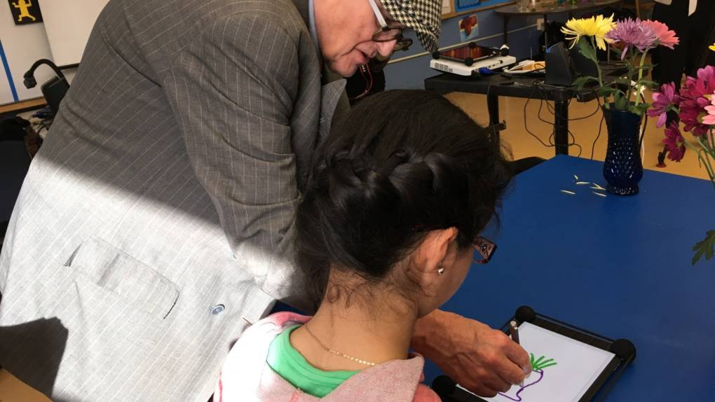 Artist David Hockney offers pointers to an eighth-grader at the San Francisco 49ers Academy in East Palo Alto, as part of a program run by Turnaround Arts: California.
