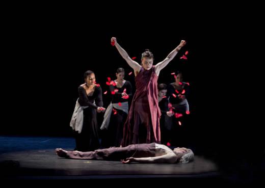 Soledad Barrio and dancers of Noche Flamenca in Martín Santangelo's Antigone (Photo: Robert Morrison)