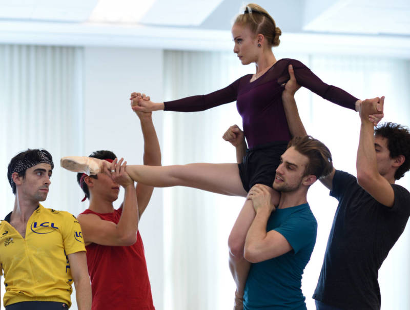 Myles Thatcher (2nd from right) rehearsing Joseph Walsh, Steven Morse, Sasha De Sola and Carlo DiLanno in his 2017 world premiere, as yet untitled.