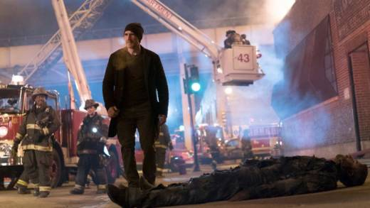 Elias Koteas as Alvin Olinsky in the 'Chicago Fire' episode, 'Deathtrap.'