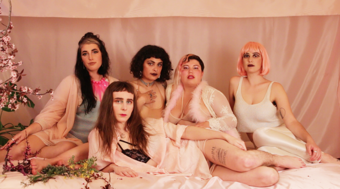 Alli Yates (center) with collaborators (L–R: Claire Costello, Maria Lobo, Satya Vinaver, Zora Raskin) in a forthcoming Collander music video by Ariel Appel.  Ariel Appel