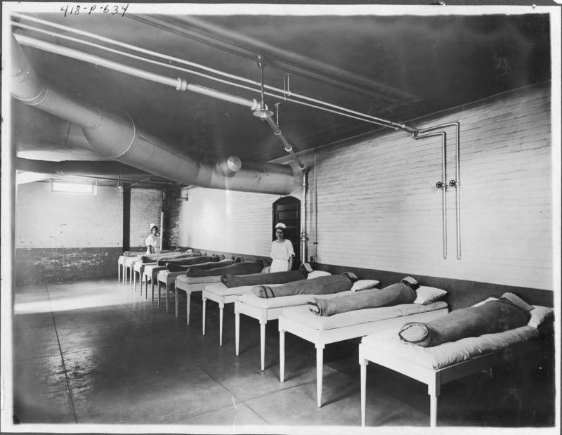 In one hydrotherapy practice, attendants wrap patients in wet sheets and wait for several hours. The photo above was taken circa 1900.