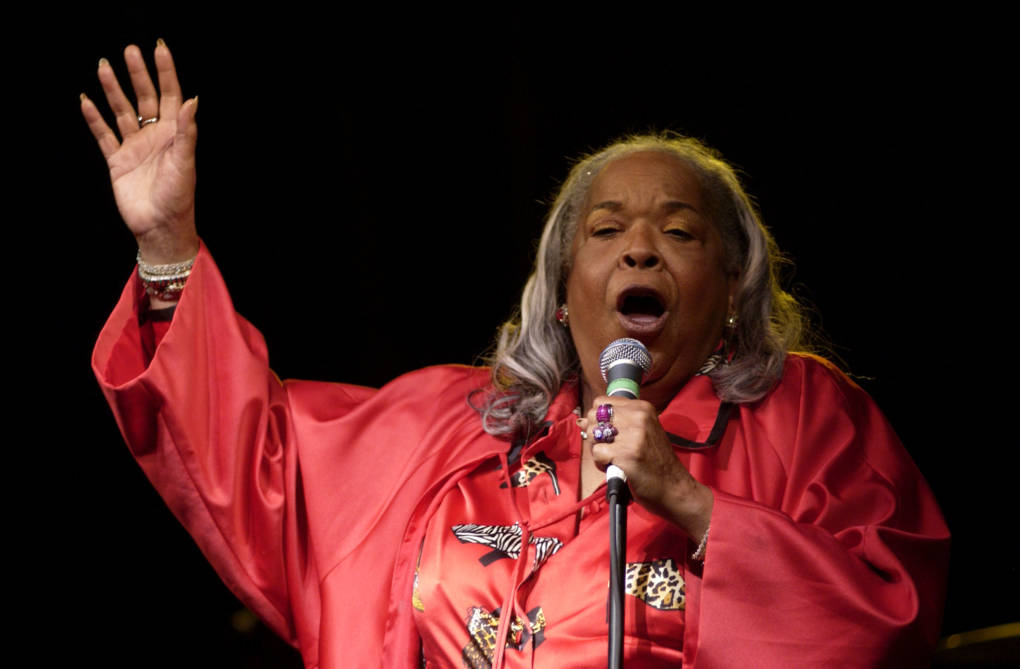 Della Reese performs onstage at B.B. King's 80th birthday celebration at the home of Sam and Mary Haskell on September 20, 2005 in Encino, California.