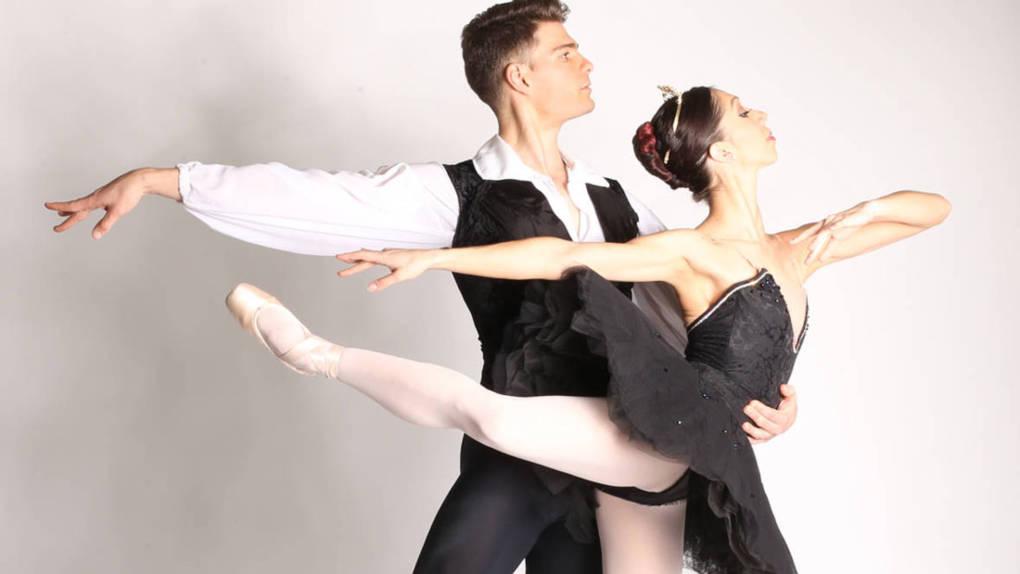 Raymond Tilton and Amanda Farris In the Black Swan pas de deux.