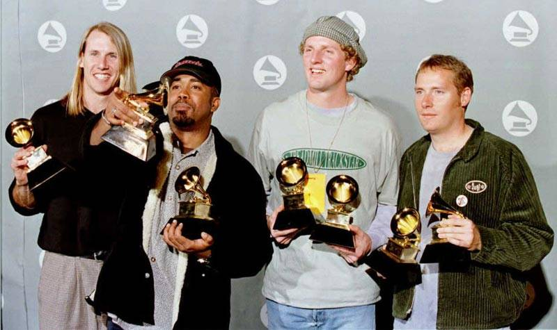 Hootie and the Blowfish pose for photographers with their Grammy Awards in  1996.