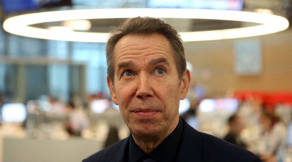 American artist Jeff Koons visits the offices of Die Welt newspaper at Axel Springer Haus on November 15, 2017 in Berlin, Germany.