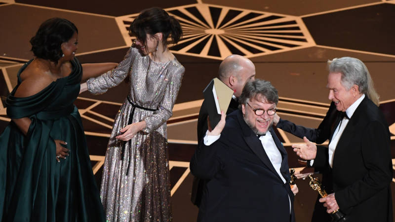 """Mexican director Guillermo del Toro (4thL) and producer J. Miles Dale (3rdL) accept the Oscar for Best Film for """"The Shape of Water"""" from US actors Faye Dunaway and Warren Beatty next to US actresses Octavia Spencer (L) and Sally Hawkins (2ndL) during the 90th Annual Academy Awards show on March 4, 2018 in Hollywood, California."""