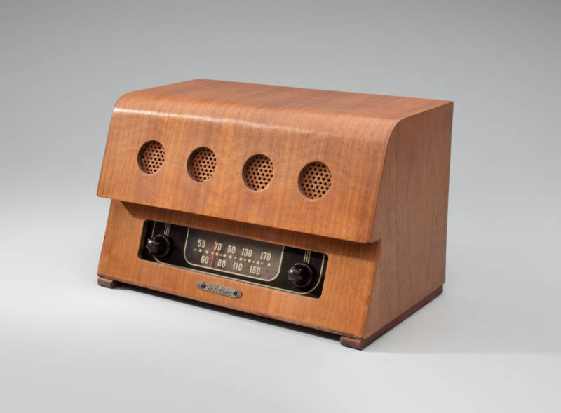 Model 160 c1946. The case was designed by Charles Eames. Mid-century designers experimented with materials perfected during the Second World War such as aluminum, Plexiglas, plastic, and molded plywood. Charles and Ray Eames designed radio cabinets for companies like Zenith, Emerson, and Bendix.